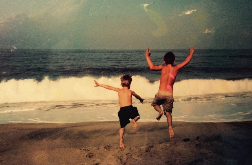 jaden-and-levi-jumping-on-beach-mexico